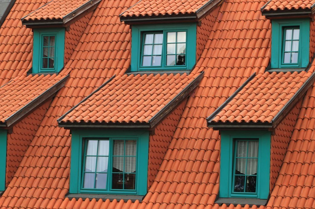 Atap merupakan bagian utama rumah selain pintu
